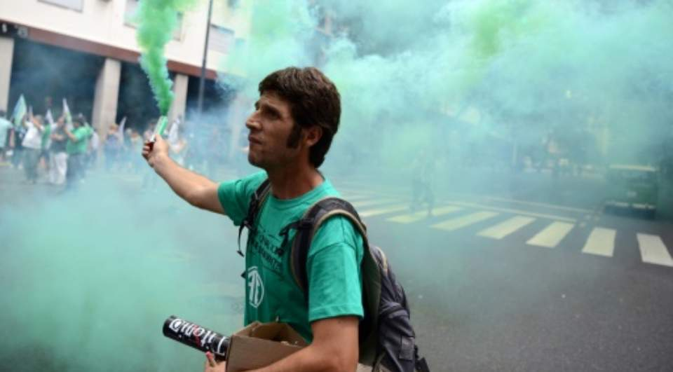 Argentines March Against Feared Public Job Cuts